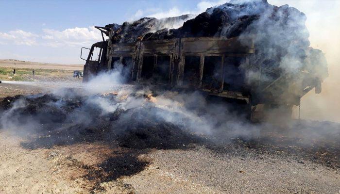 Nevşehir'de saman yüklü kamyonet yandı