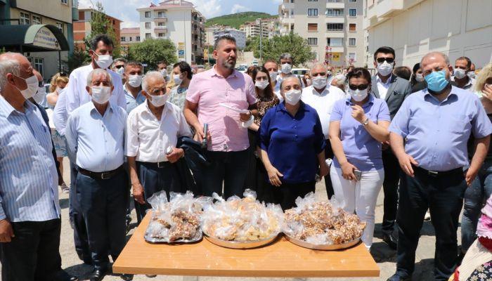 Tunceli'de, Ayasofya'nın ibadete açılmasından dolayı vatandaşlara lokma dağıtıldı