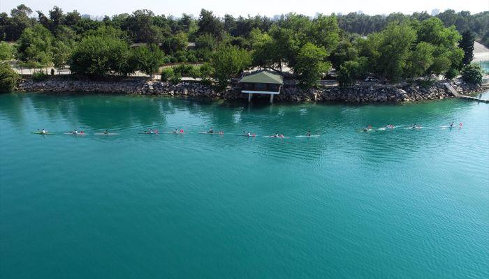 Adana'da kano sporcularından, baraj gölünde anlamlı 15 Temmuz etkinliği
