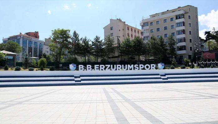 Erzurum'un Havuzbaşı Kent Meydanı mavi-beyazlı renklerle süslendi