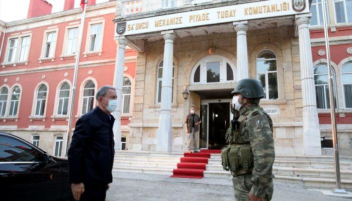 Milli Savunma Bakanı Hulusi Akar ve TSK komuta kademesi, Yunanistan ve Bulgaristan sınırlarındaki birliklerde denetleme ve incelemelerde bulunuyor.