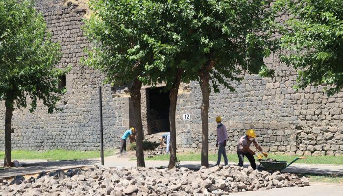 Diyarbakır Büyükşehir Belediyesi, tarihi surlardaki 6 burcu restore edecek