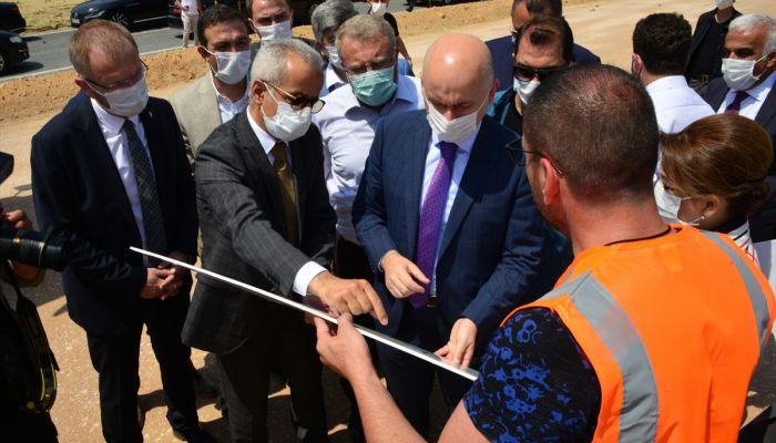 Ulaştırma ve Altyapı Bakanı Adil Karaismailoğlu, Kütahya'nın Gediz ilçesinde incelemelerde bulundu: