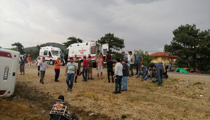 Muğla'da işçileri taşıyan midibüs şarampole devrildi: 2 ölü, 15 yaralı
