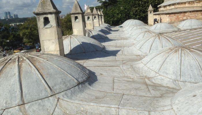 Tarihi yapının bacalarındaki klimalar kaldırıldı