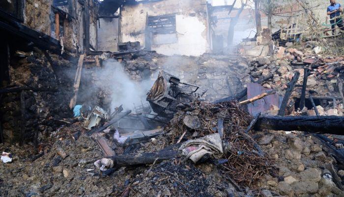 Çorum'da bir evde çıkan yangında 4'ü çocuk 5 kişi hayatını kaybetti