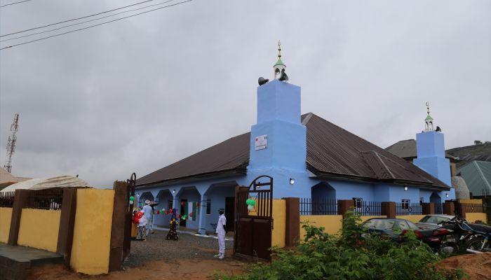 Türk hayırseverin Nijerya'da yaptırdığı cami dualarla açıldı