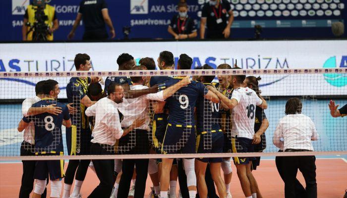 Fenerbahçe HDI Sigorta, AXA Sigorta Erkekler Şampiyonlar Kupası maçında Arkas Spor'u 3-1 yenerek kupanın sahibi oldu.