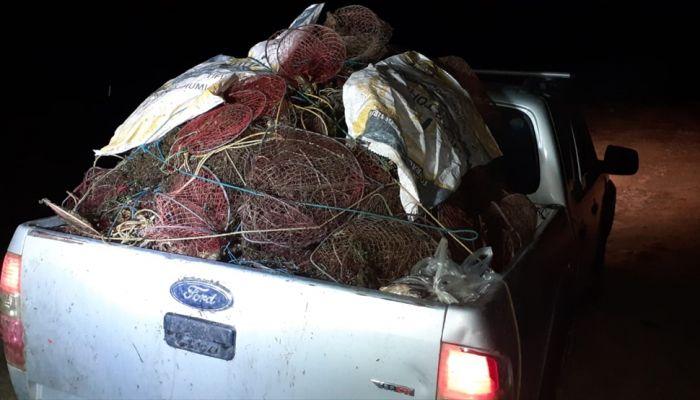 Afyonkarahisar'da kaçak kerevit avında kullanılan 650 kafesli ağ imha edildi