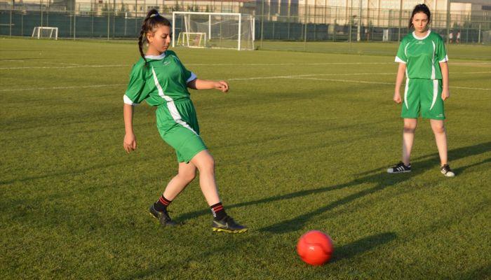 """Afyon İdmanyurdu Kadın Futbol Takımı'nın hedefi """"Şampiyonlar Ligi"""""""