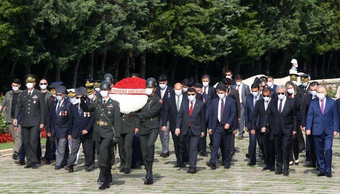 Ankara Valisi Şahin ve beraberindeki heyet, Anıtkabir'i ziyaret etti