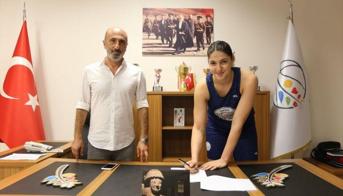 Hatay Büyükşehir Belediyespor, İdal Yavuz'la 5 yıllık sözleşme imzaladı