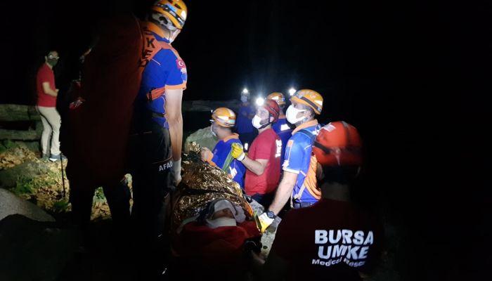 Bursa'da dereye düşerek yaralanan kişiyi ekipler kurtarıldı