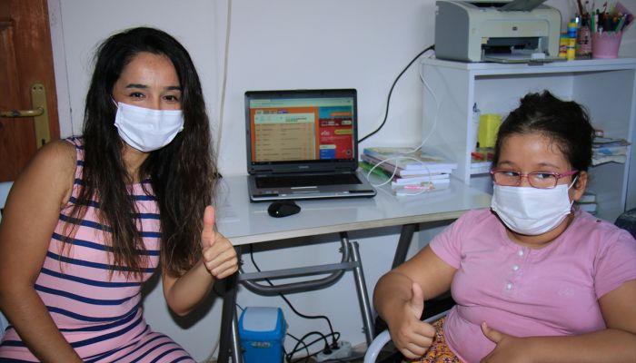 Öğretmenden engelli öğrencisine bilgisayar sürprizi