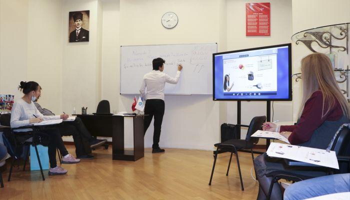 Ukraynalılardan Kiev Yunus Emre Enstitüsü'nde yüz yüze eğitime yoğun ilgi