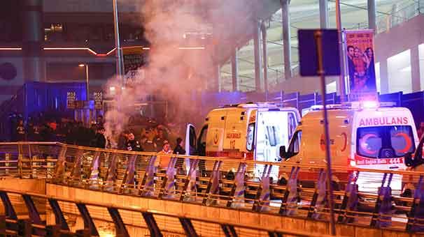 Beşiktaş'taki patlamada olay yerinden ilk görüntüler A24