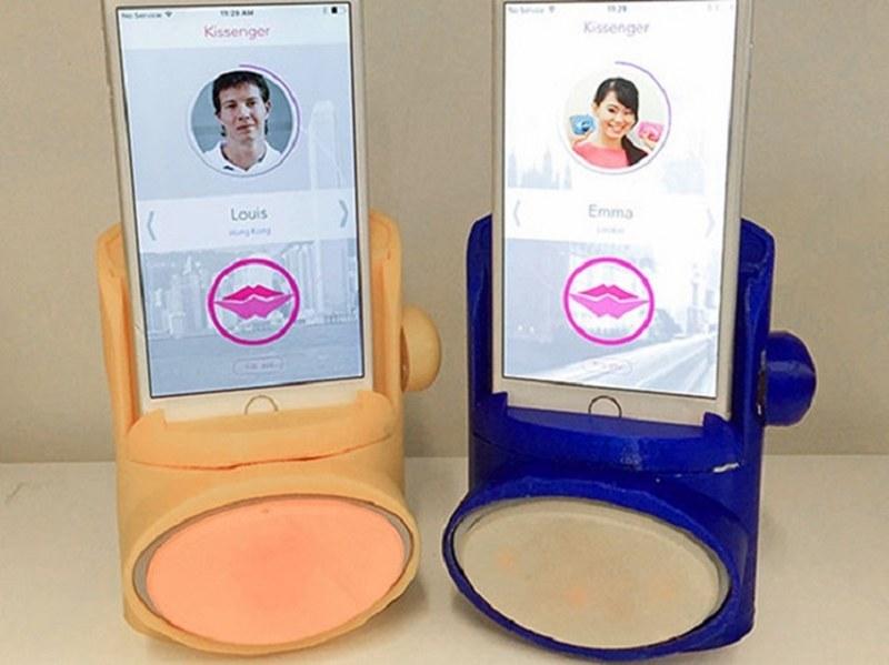 Japonlar telefondan öpüşmeyi keşfetti A24