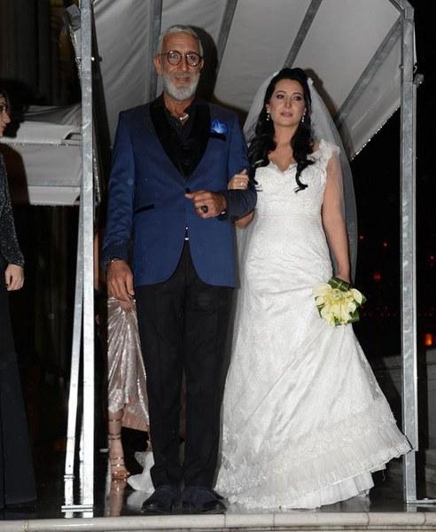 Cem Özer neden evlendiğini buz gibi espriyle açıkladı A24