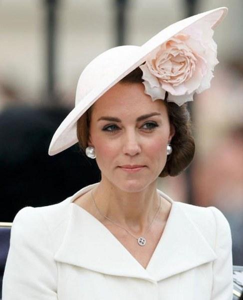 Kraliyet ailesi mensuplarının uyması gereken tuhaf kurallar silsilesi... A24