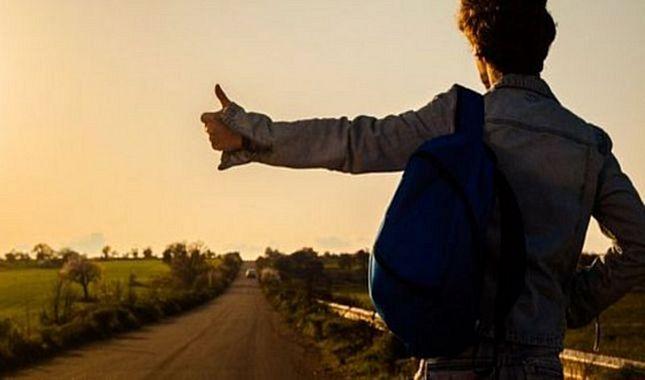 18 Ülkeyi 40 günde otostopla gezen Türk gençler!