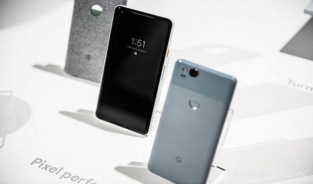 Google'ın piyasaya çıktığı gibi en iyi akıllı telefon ödülünü alan Pixel 2 ve Pixel XL 2 modelleri (Google Pixel 2'nin özellikleri ve fiyatı)