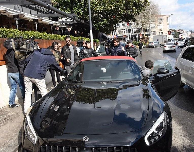 Arda Turan'ın yeni oyuncağı servet değerinde... İşte ünlü isimlerin milyon dolar değerindeki otomobilleri A24