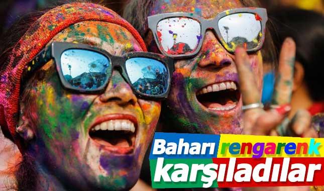 Renkleri festivali 'Holi' Nepal'de kutlandı