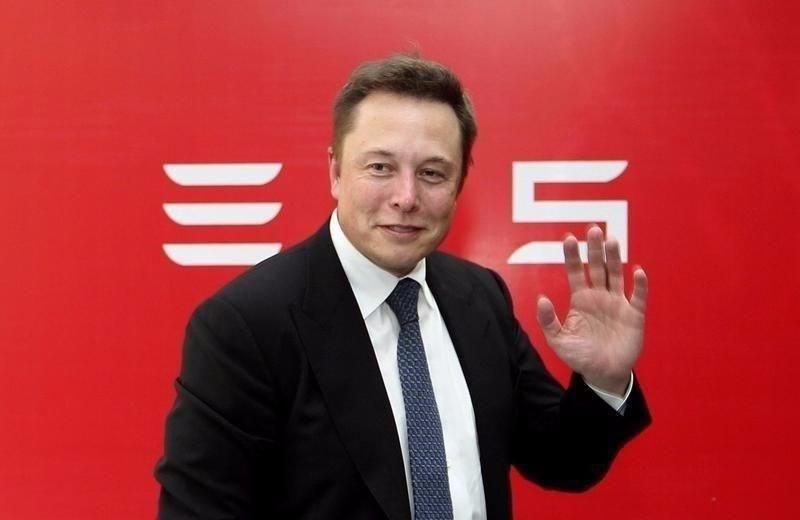 Tesla CEO'su Elon Musk açıkladı: 'KITT' gerçek oluyor A24