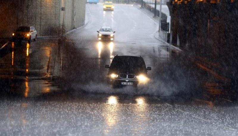 Yağmur sonrası İstanbul'dan şok manzaralar A24